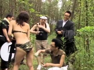 Amateur bukkake gangbang in public